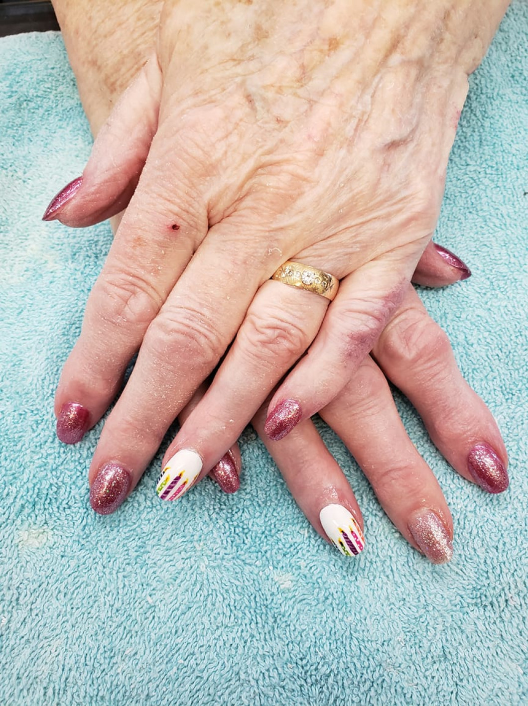Browse the nail services that we offer: